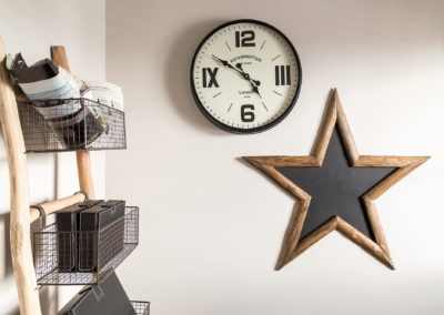 Interior Photography reception clock lifestyle-min